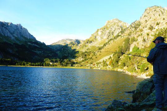 Pêche aux appâts naturels en lac de montagne