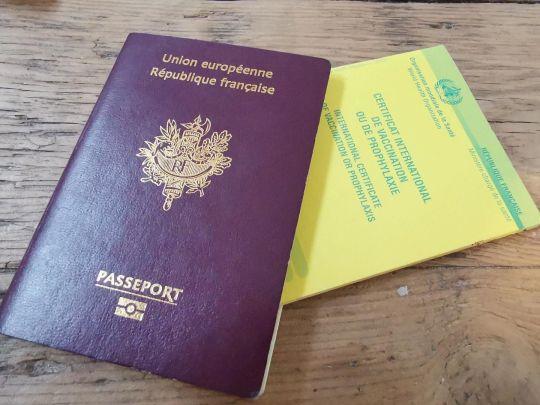 Vérifiez vos vaccins et la date de validité de votre passeport.