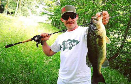 Bass Off the Worm !