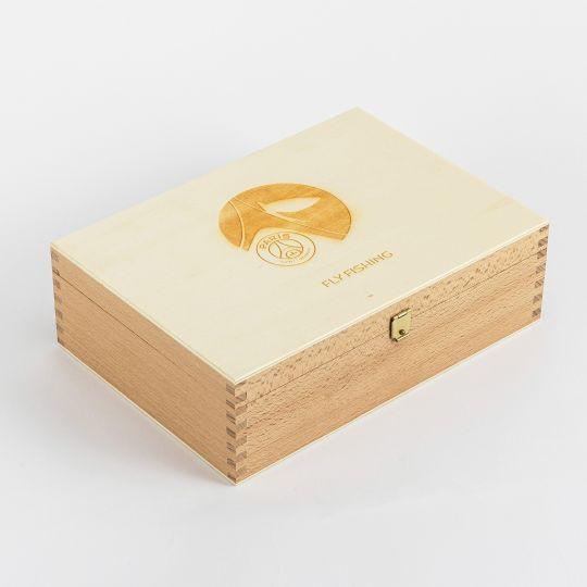La boite Fly Fishing est en vente dès le 16 juillet 2020 en exclusivité à la boutique Paris Saint-Germain des Champs-Elysée.