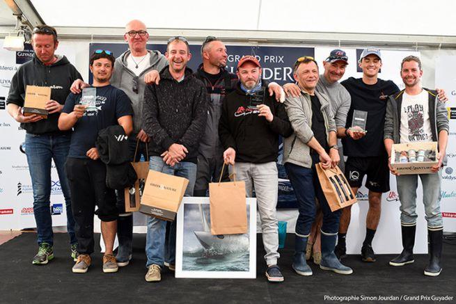 Le podium de l'édition 2019 avec (au centre) l'équipe gagnante de Emmanuel Adam
