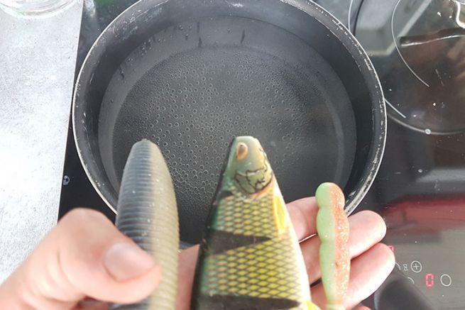 Cuisson à l'eau bouillante pour ramolir quelques leurres souples