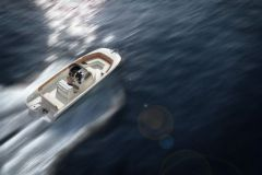Le 240 FX, nouveau hors-bord d'Invictus Yacht présenté à Cannes en 2016