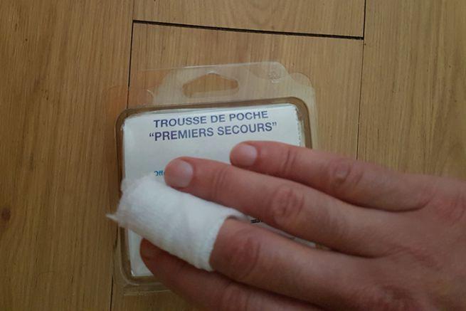 Blessure au doigt en manipulant un brochet