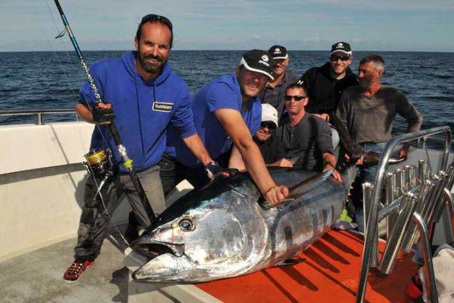Un thon rouge de 169,8 kg à bord !